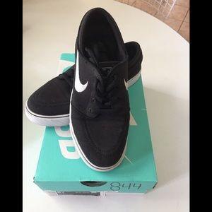 Stefan Janoski Black Canvas Nike Size 5 Youth